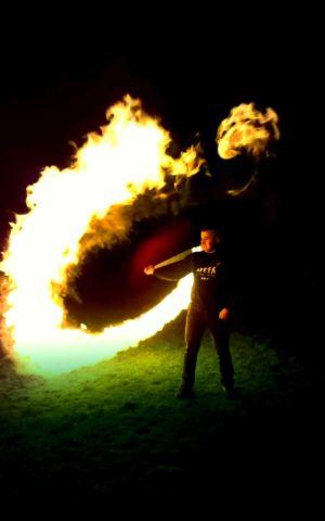 Le-peuple-du-feu-gora-effet-normandie-spectacle-animation-1