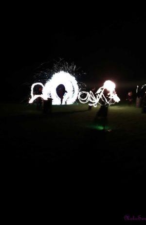 Le-peuple-du-feu-jonglerie-bolas-artifice-effet-danse-feu-normandie-spectacle-animation-1
