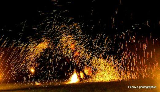 Le-peuple-du-feu-jonglerie-bolas-feu-effet-normandie-spectacle-animation