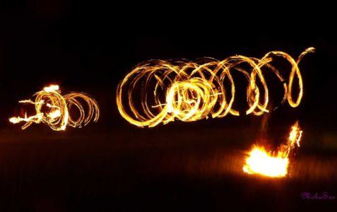 Le-peuple-du-feu-jonglerie-bolas-feu-normandie-spectacle-animation-1
