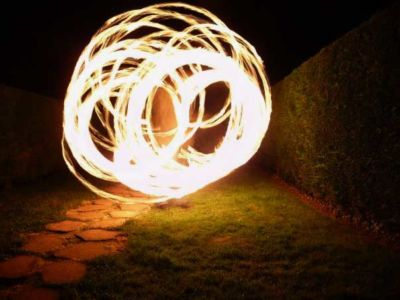 Le-peuple-du-feu-jonglerie-bolas-feu-normandie-spectacle-animation-3
