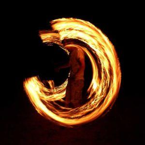 Le-peuple-du-feu-jonglerie-bolas-feu-normandie-spectacle-animation-4