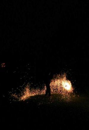Le-peuple-du-feu-jonglerie-bolas-effet-feu-normandie-spectacle-animation